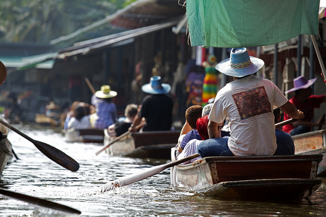 Floating Market in Bangkok (Photo, Flickr britsinvade)
